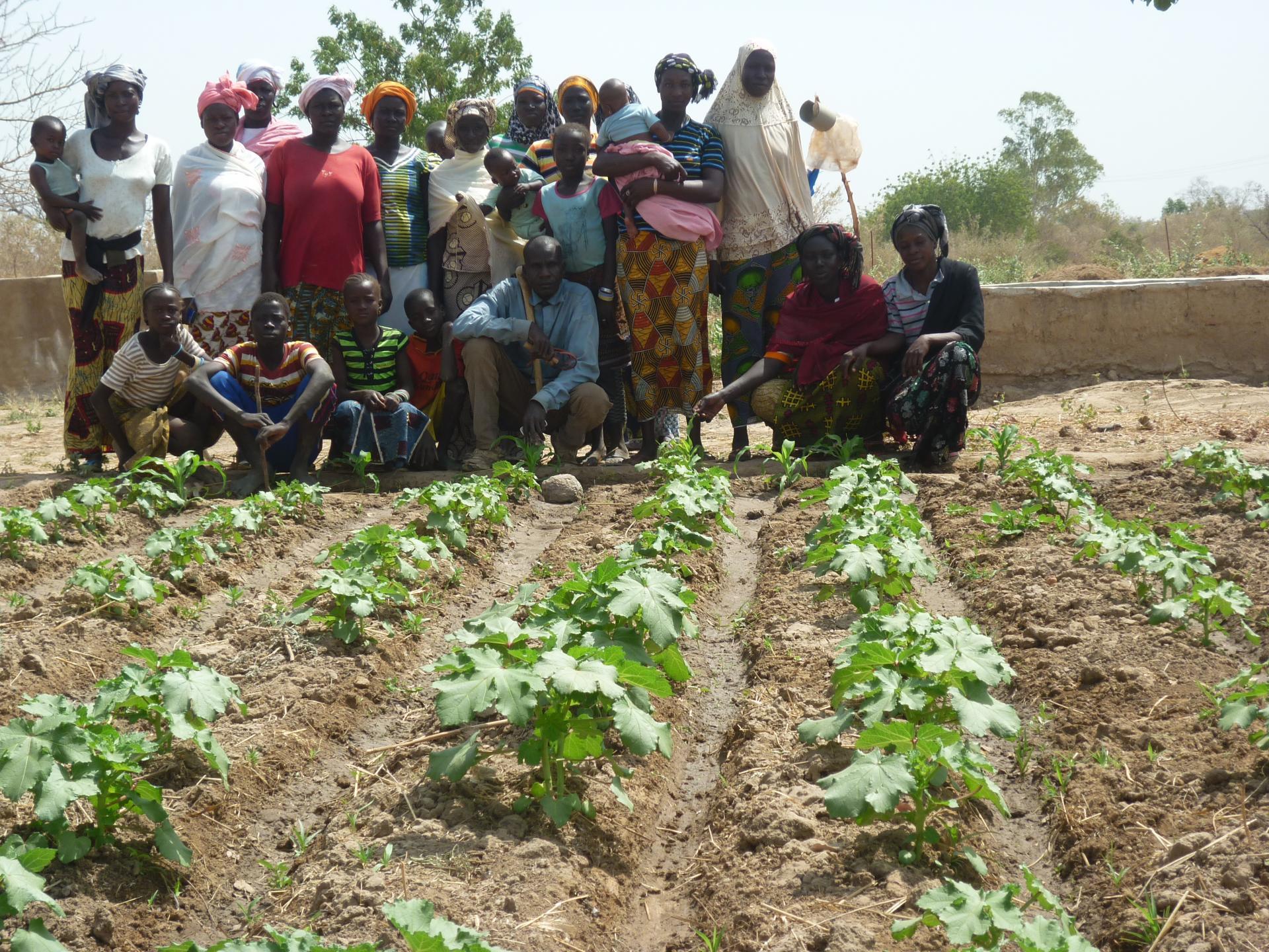 groupe des femmes au jardin de Bassan
