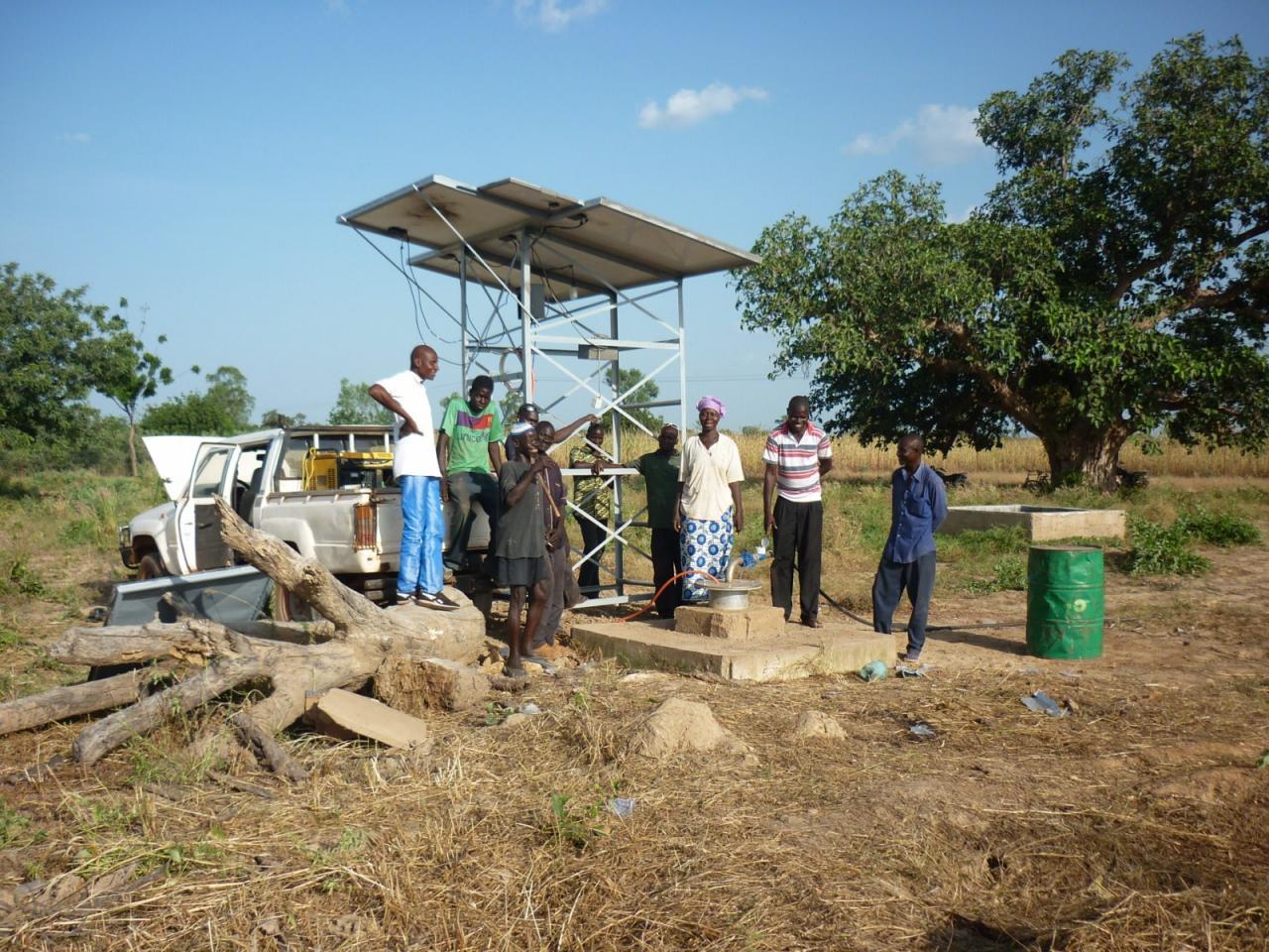 la pompe et les panneaux solaires