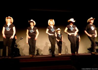 ALAVH country dancers